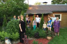 День Матери на Украине, в России, Беларуси и Mother's Day в США